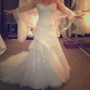 Wedding Dress- BRAND NEW- NEVER WORNNWT for sale